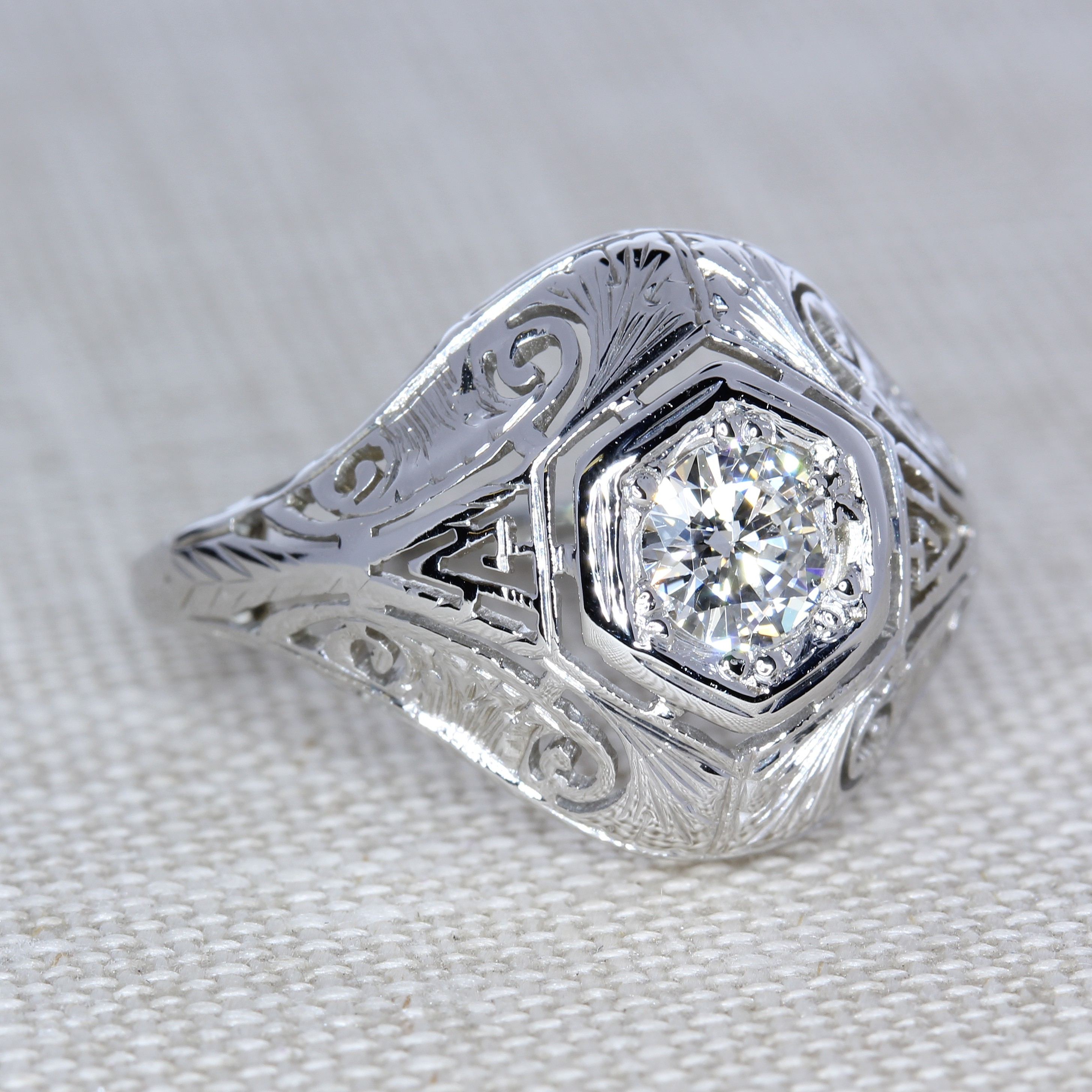 Vintage 18 karat White Gold Filigree Antique Style ring