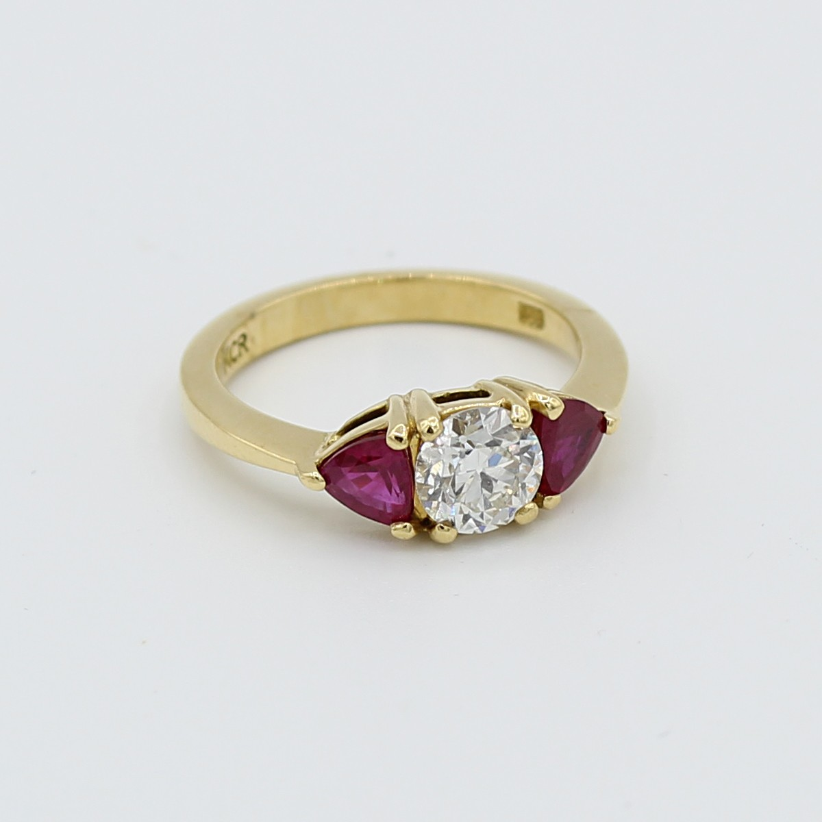 Vintage 18k yellow gold 3 stone diamond and ruby ring.