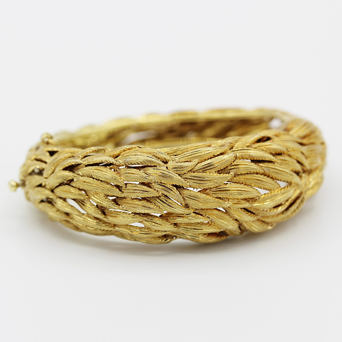 VINTAGE 18K YELLOW GOLD RETRO FEATHER BANGLE