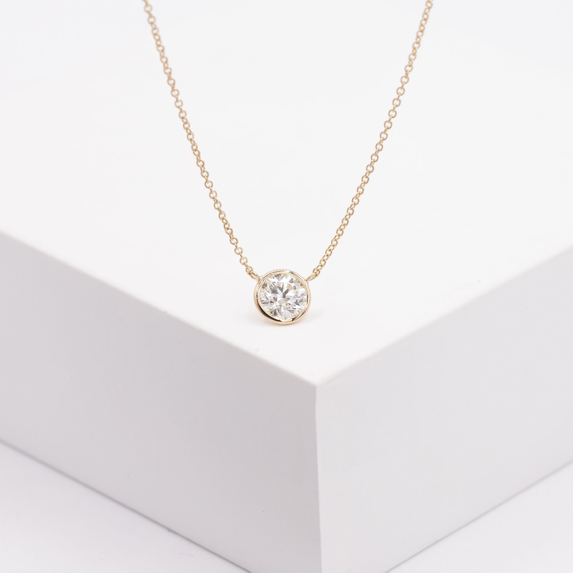 18KT ROSE GOLD BEZEL SET DIAMOND PENDANT