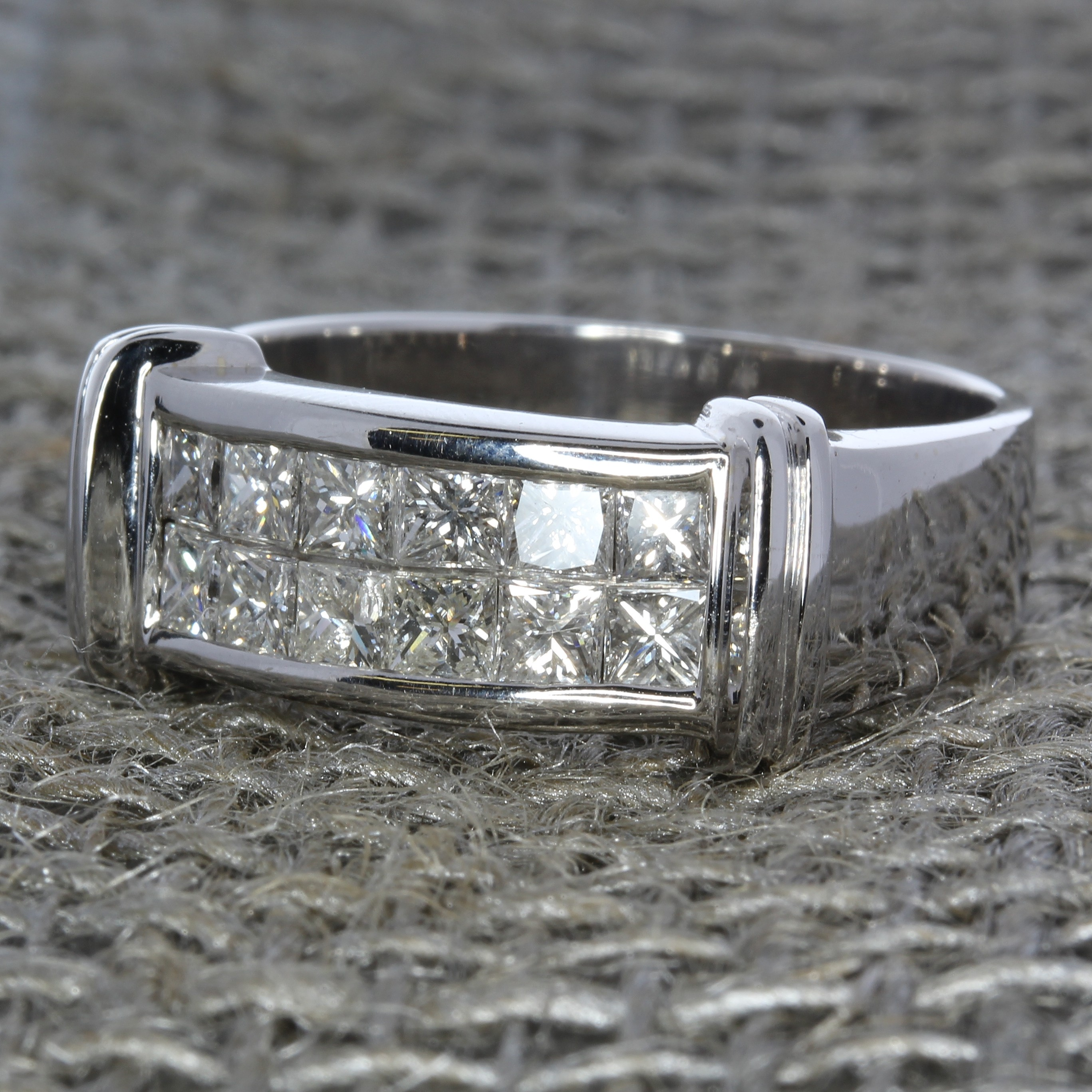 Vintage 18k white gold men's ring with 2 rows of princess cut diamonds