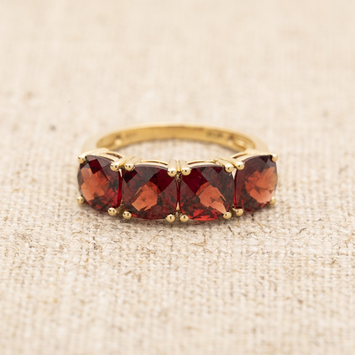 VINTAGE 14KT YELLOW GOLD GARNET GEMSTONE RING